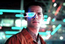 Mężczyzna z okularami przyszłości na nosie