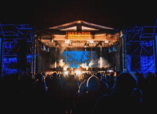 scena instytut festival nocą