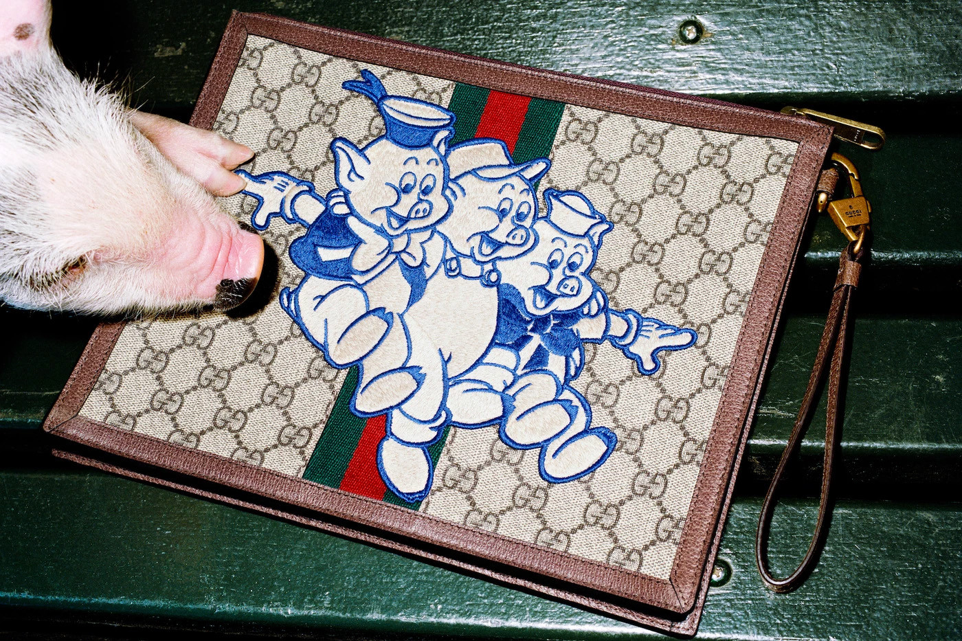 Kopertówka z rysunkiem trzech świnek