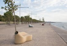 Ławka w przestrzeni miejskiej powstała z odpadów