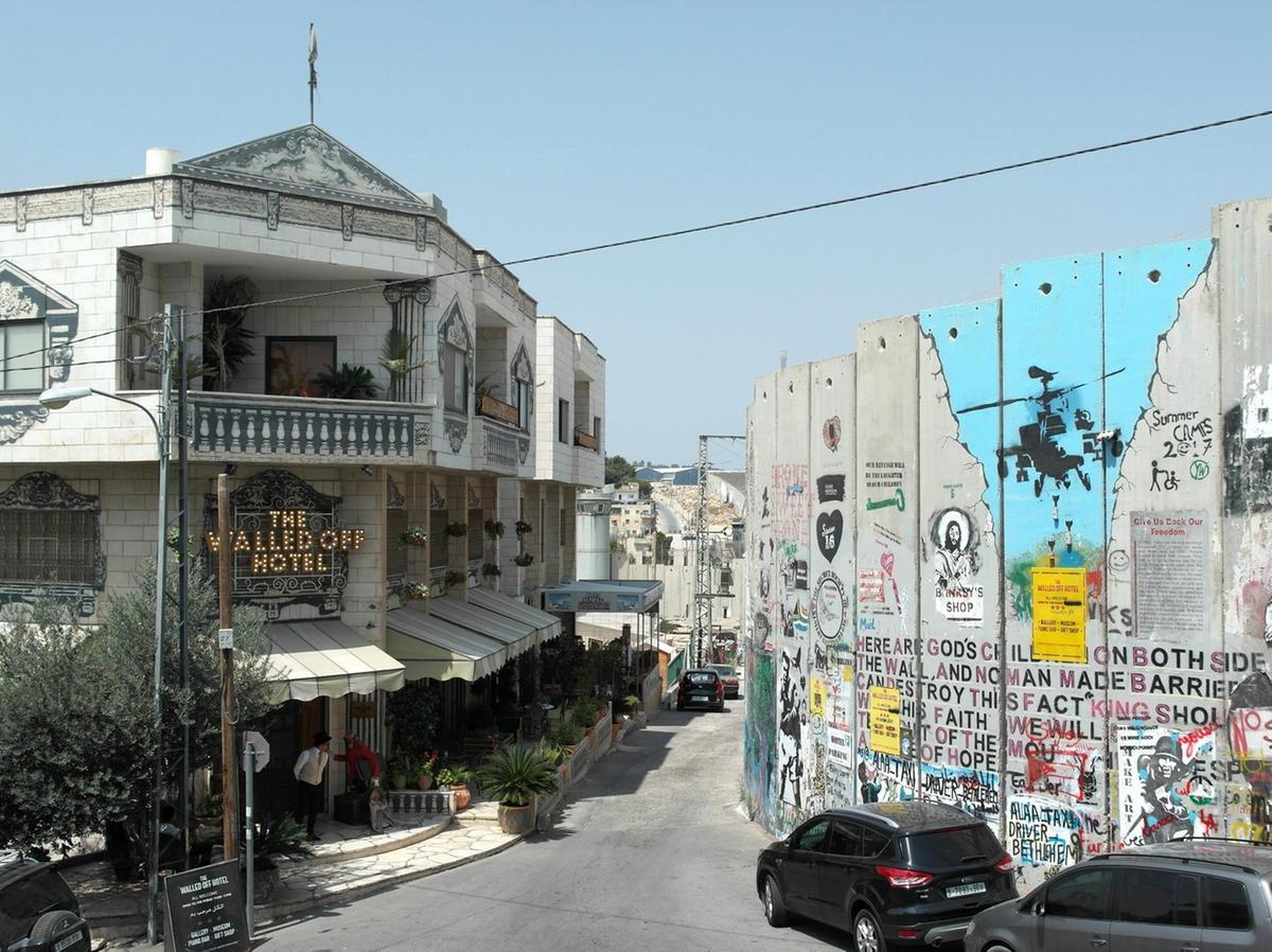 Ulica z hotelem Banksy'ego