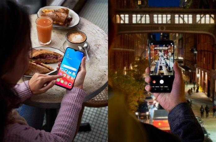 Dłonie trzymające smartfona - przy stoliku oraz robiąc zdjęcie miasta nocą