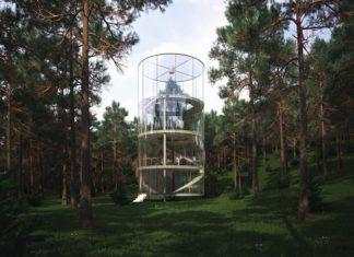 Szklany, okrągły dom w środku lasu