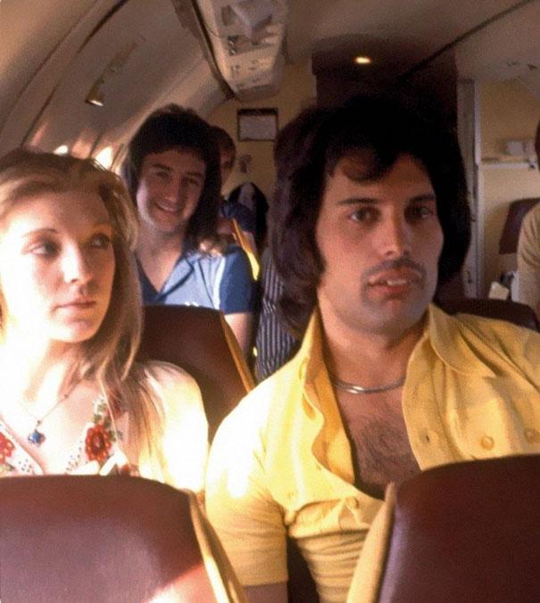Kobieta i mężczyzna w samolocie