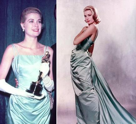 Kobieta w turkusowej sukni z Oscarem