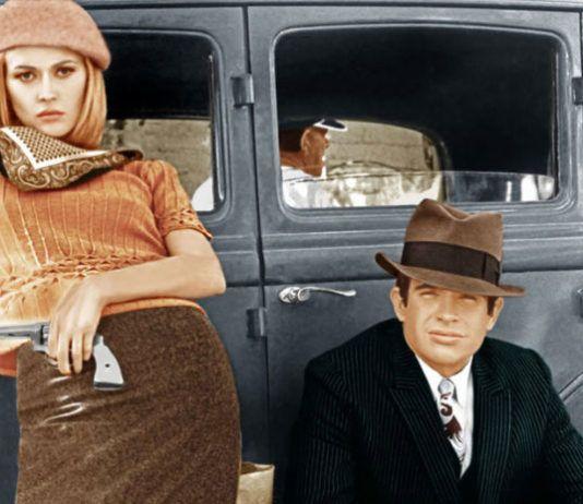 Dwojka mlodych ludzi opierajacych sie nonszalancko o samochod