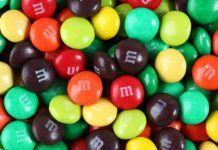 Różnokolorowe draże M&MS