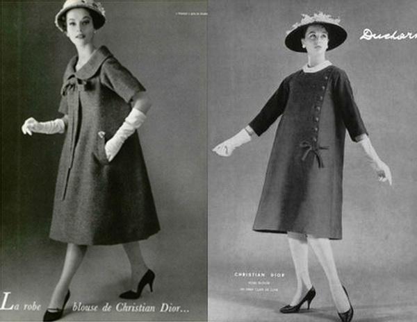 Czarno biale zdjecie dwoch modelek ubranych w trapezowe sukienki