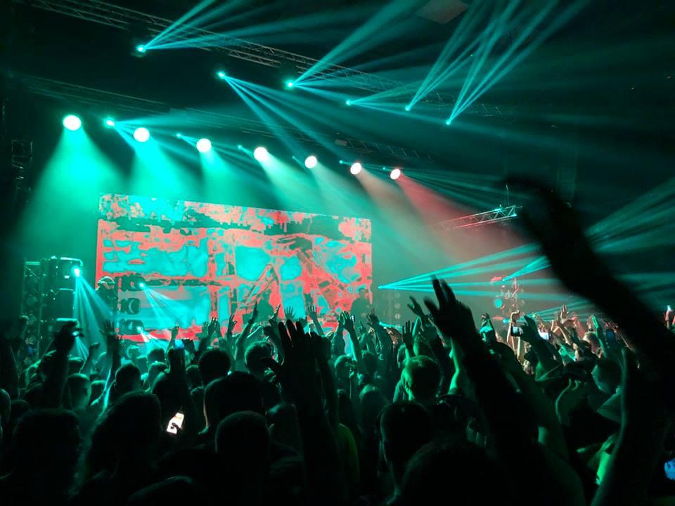 Tłum zgromadzony na koncercie