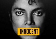 """Mężczyzna z napisem """"niewinny"""" na ustach"""