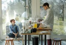Dwoje mlodych ludzi w laboratorium chlopak i dziewczyna