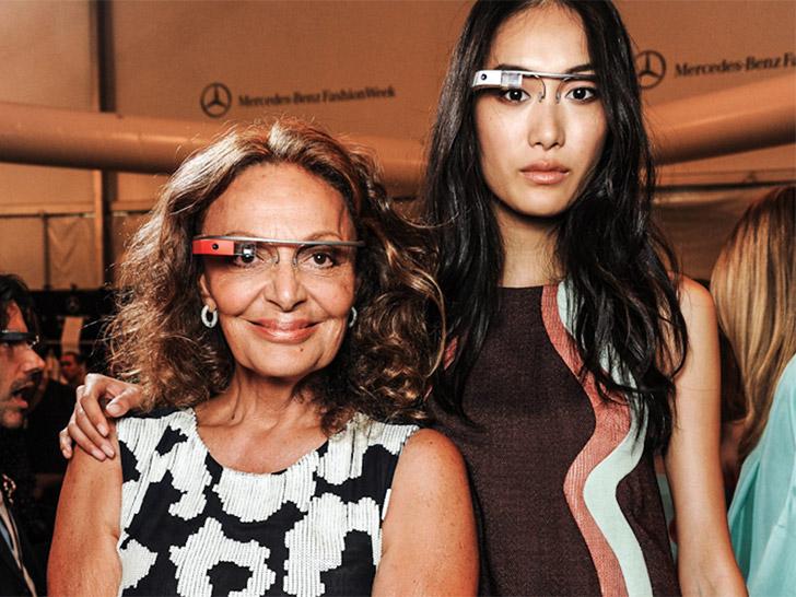 Projektantka i modelka w google glass