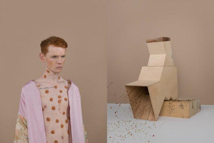 Mężczyzna z namalowanymi kropkami i pudełka