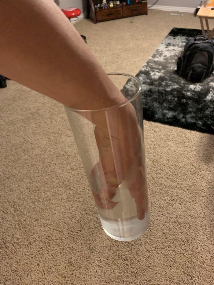 Ręka w szklance