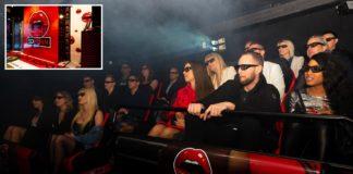 Ludzie siedzący na sali kinowej