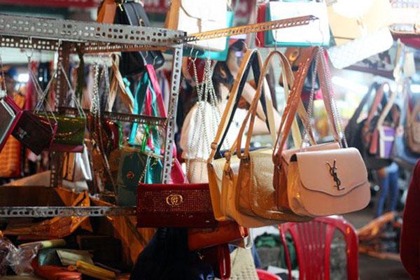 Podróbki modnych torebek