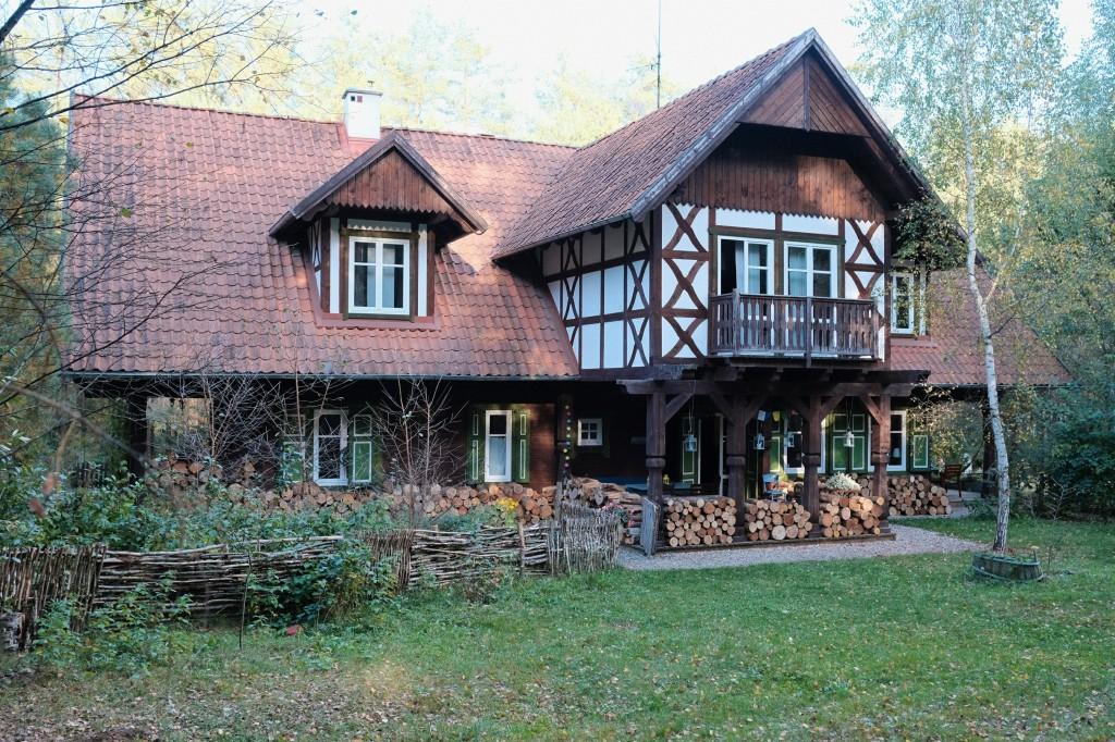 Drewniany dom w tyrolskim stylu