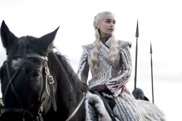 Jasnowłosa blondynka na koniu