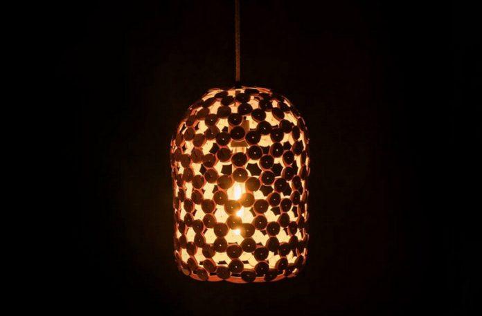 Ażurowa drewniana lampa