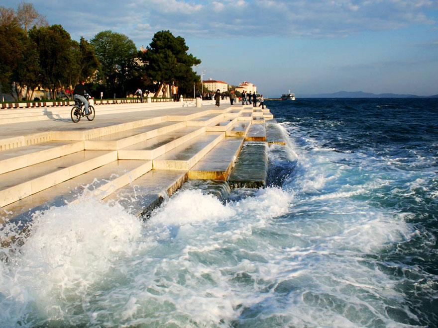 Organy nad brzegiem morza w Chorwacji