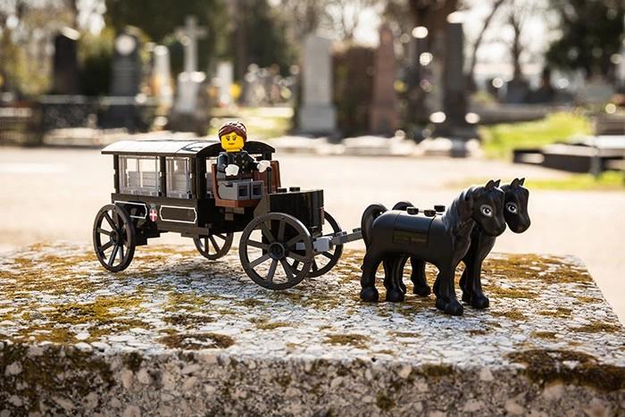 Bryczka z dwoma koniami z klocków LEGO