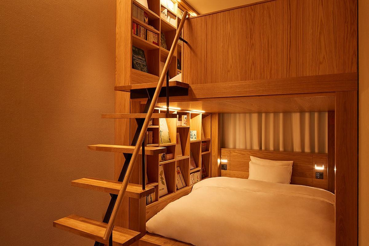 Minimalistyczny pokój hotelowy