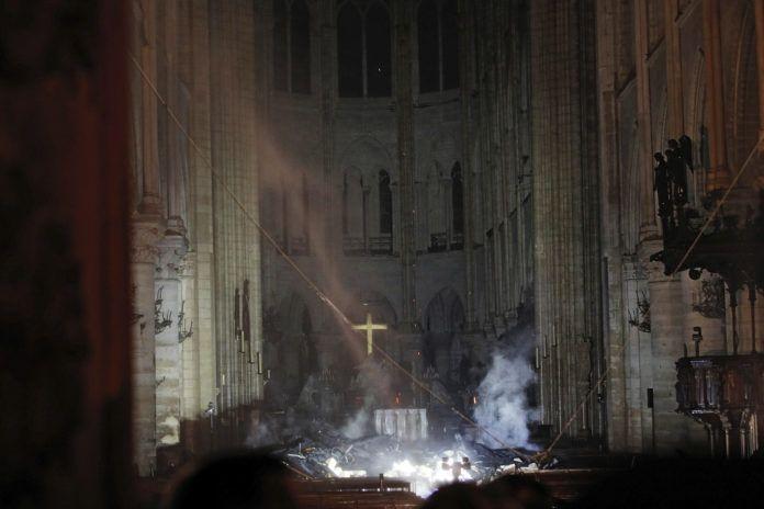 Zniszczone wnętrze kościoła