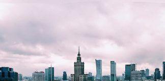 Widok na Warszawę z dachu wieżowca