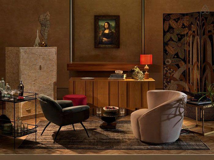 Fotele i stolik przy obrazie Mony Lisy