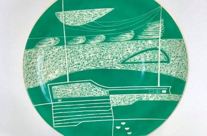 Zielony talerz w delikatny wzór