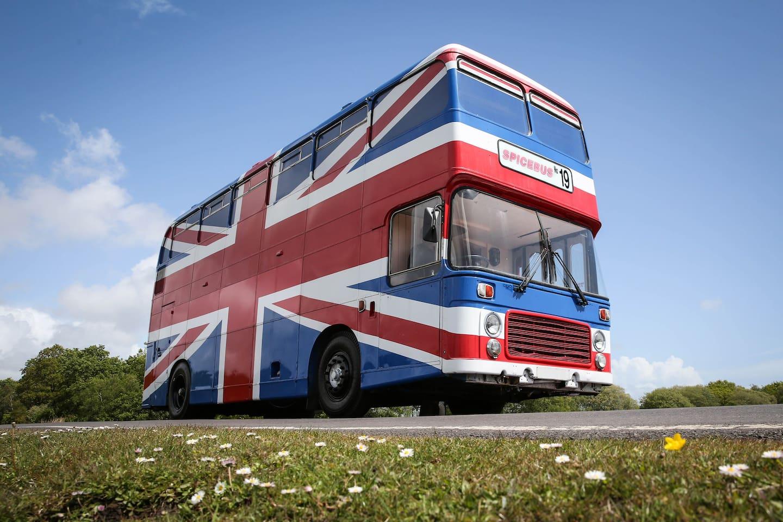 Bus w brytyjską flagę
