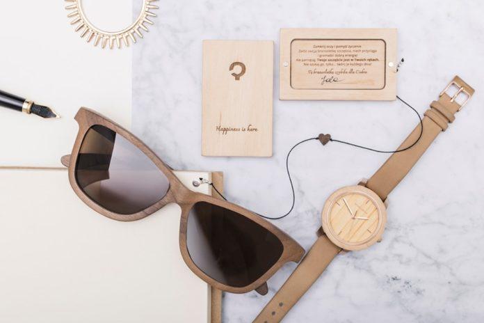 Drewniane okulary, zegarek