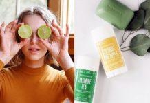 Kobieta z limonkami na oczach i kosmetyki obok