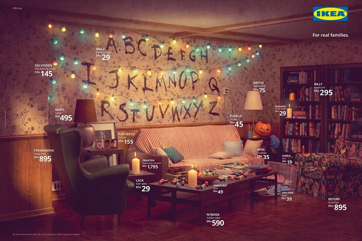 Pokój z alfabetem na ścianie i lampaki ze Stranger THings