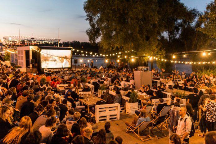 Letnie kino nad Wisłą w Cudzie nad Wisła