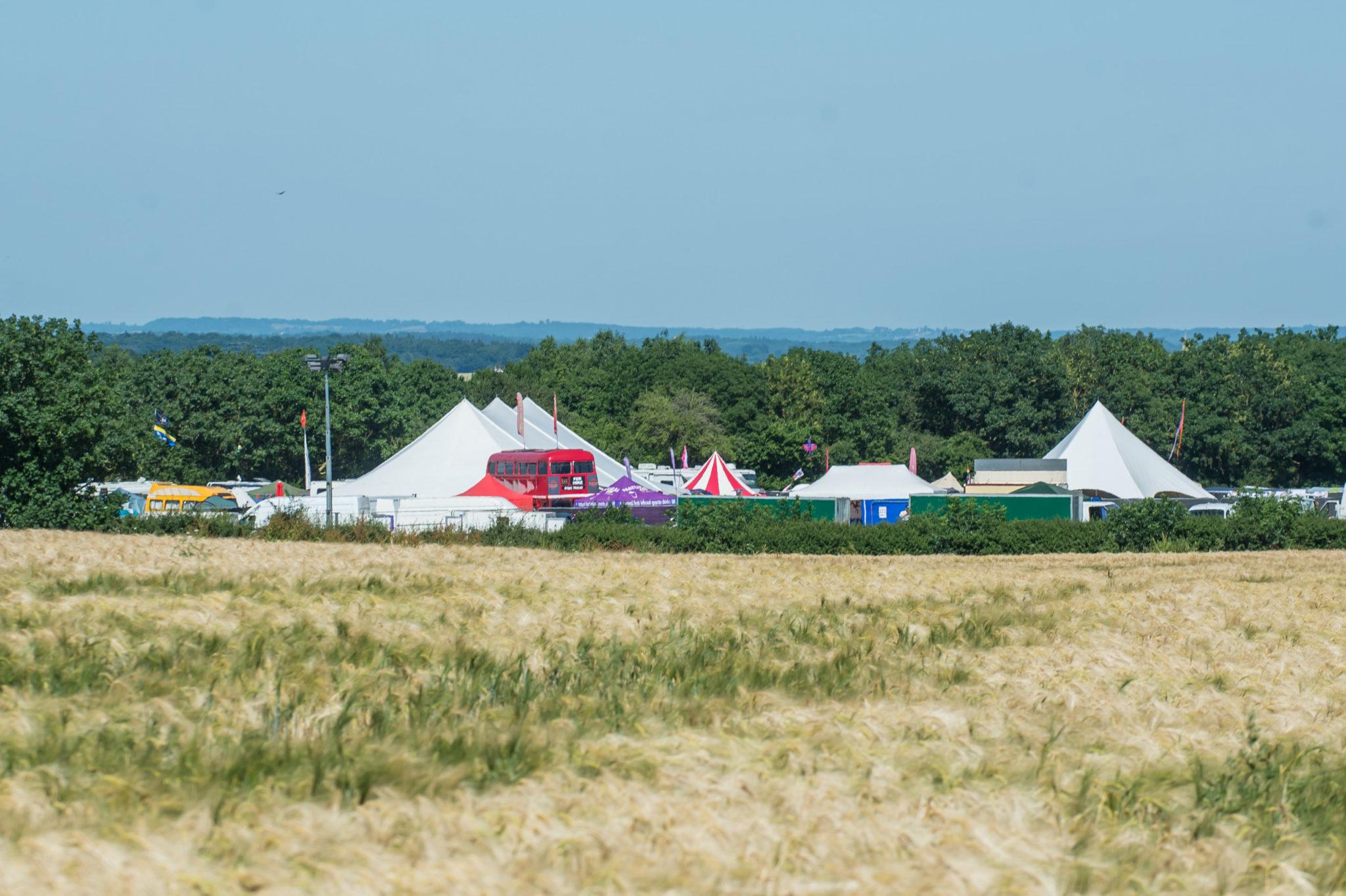 Widok festiwalu z daleka
