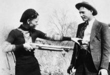 Czarno-białe zdjęcie kobiety i mężczyzny