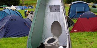 Namiot z toaletą w środku