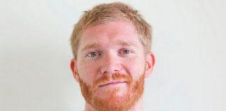 Blondwłosy mężczyni z rudą brodą