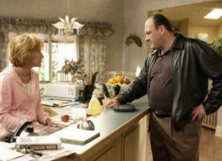 Kobieta i mężczyzna stojący w kuchni