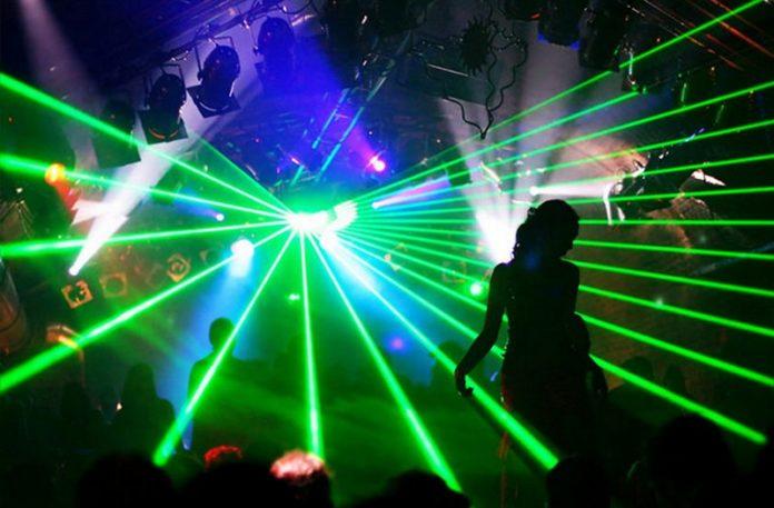Światła w klubie