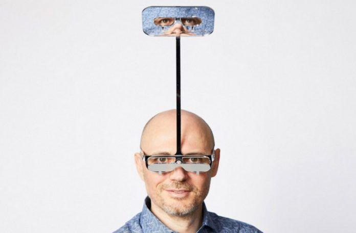 Meżczyzna w okularach - peryskopie