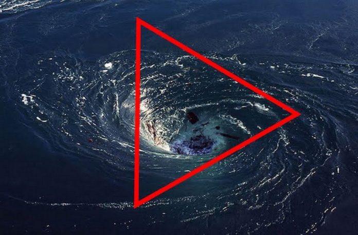 Wir wodny z narysowanym trójkątem