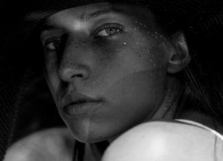 Czarno-biały portret kobiety