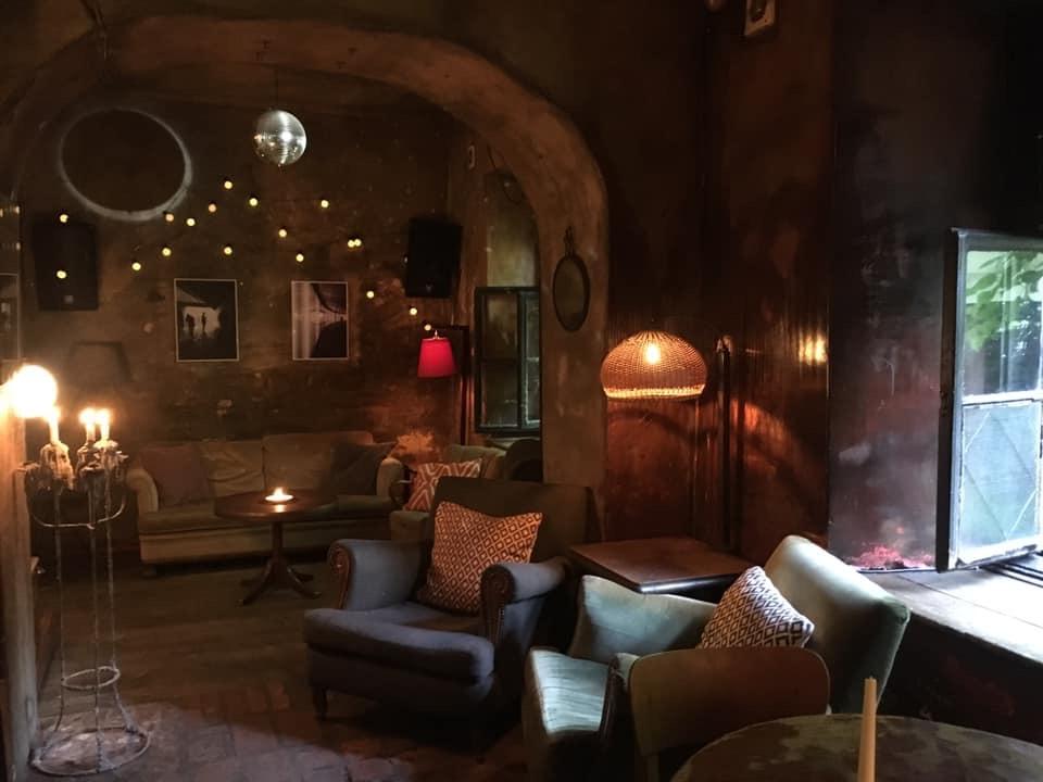 Wnętrze kawiarni Eszeweria w Krakowie