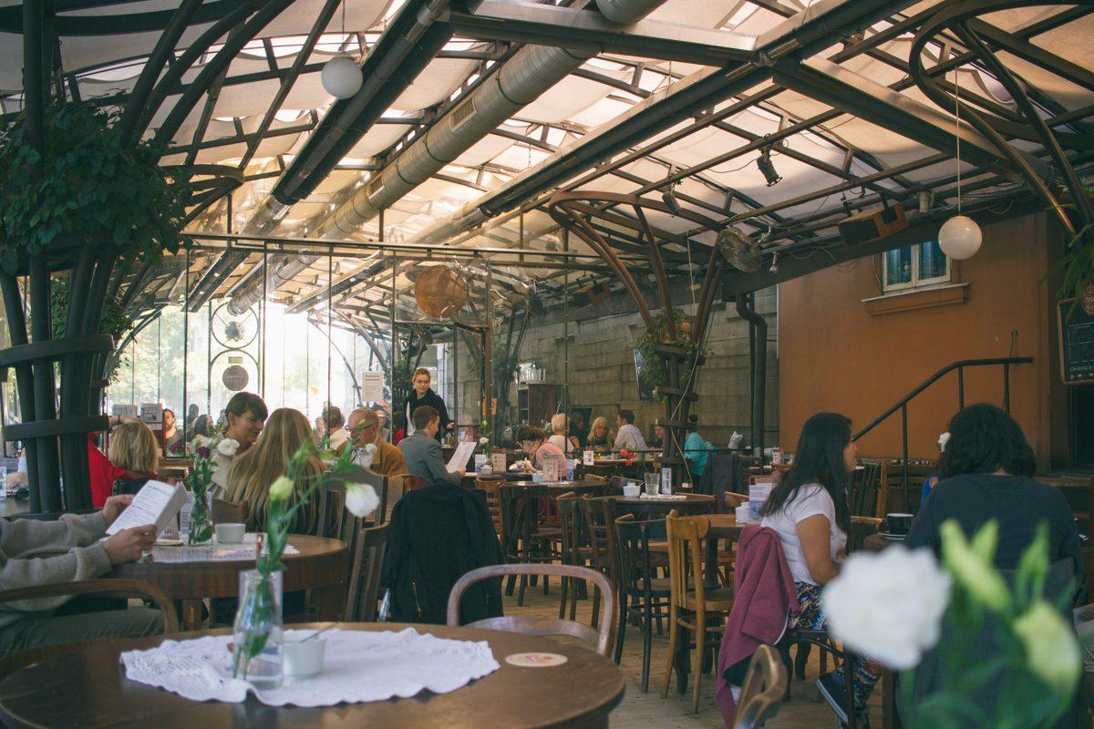 Wnętrze kawiarni Bunkier Caffe w Krakowie