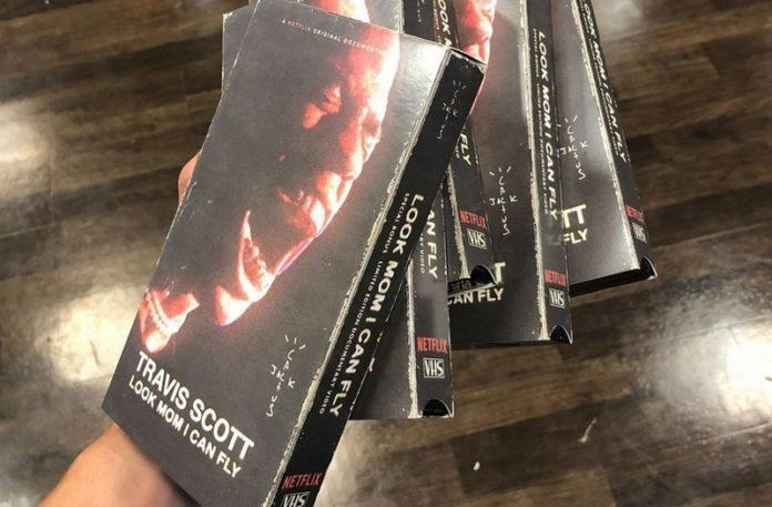 Kilka kaset VHS w ręku