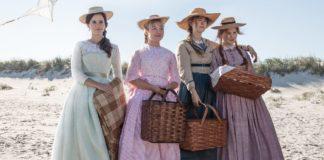Cztery kobiety w kolorowych sukienkach