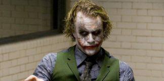 Mężczyzna z twarzą clowna