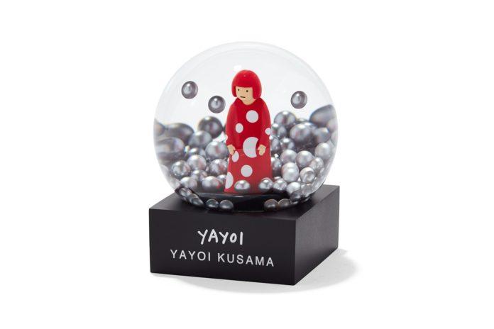 Śnieżna kula z postacią kobiety w środku
